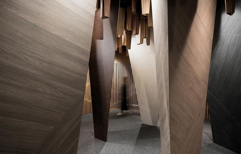 """本地最有设计感的压木饰板EDL陈列室也在今年""""建筑导览游""""行程。"""