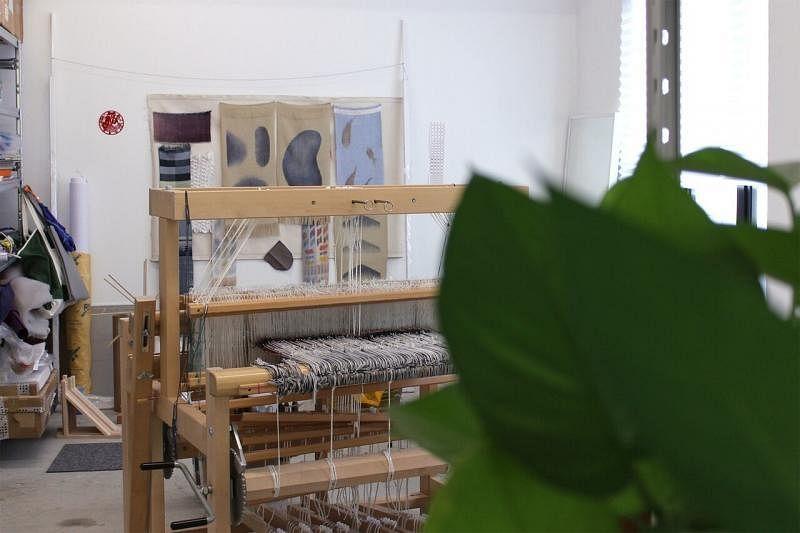走进惹兰勿刹半径一公里创意社群,参观包括女设计师黎铠仪的纺织工坊。