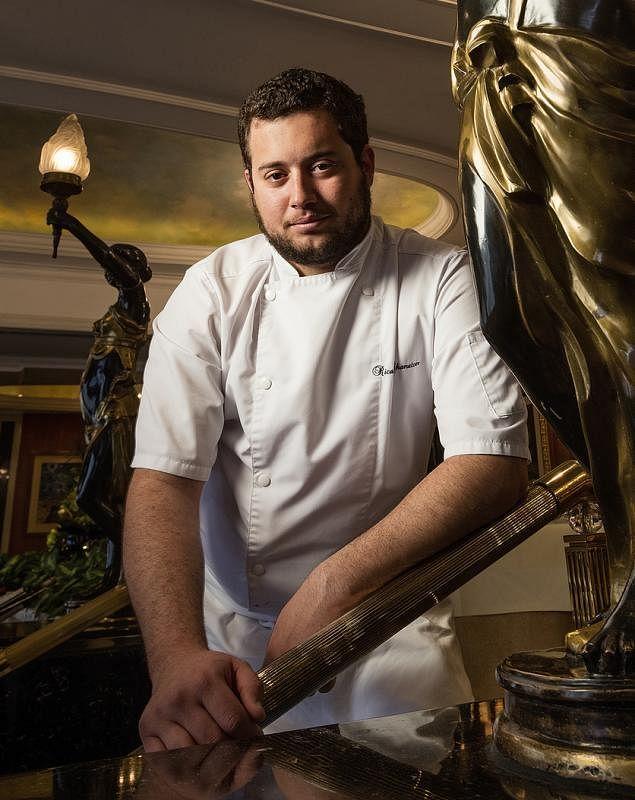 查尔顿从小接触不同文化,也精通多国语言,在一定程度上,丰富了他的菜品创作。