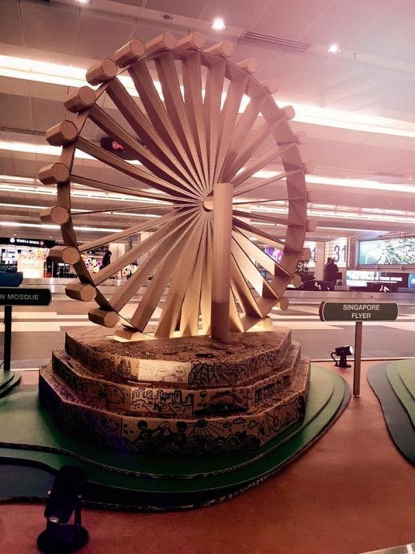 纸皮也能创造出微型的新加坡风景线之一摩天观景轮。