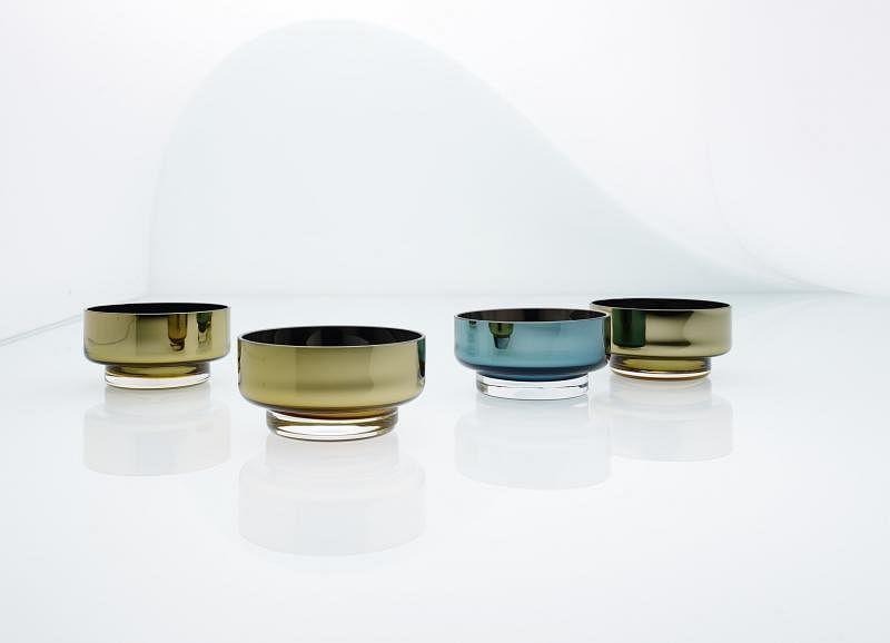An&Angel的玻璃器皿镀上一层镜面不锈钢,精致又现代,赢得红点设计奖。