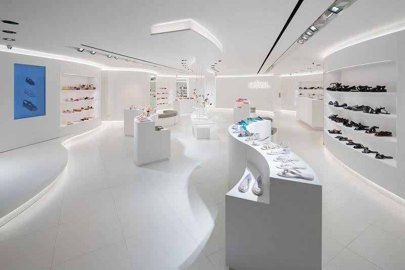 陈伟如为Melissa胶鞋设计的来福士城旗舰店。