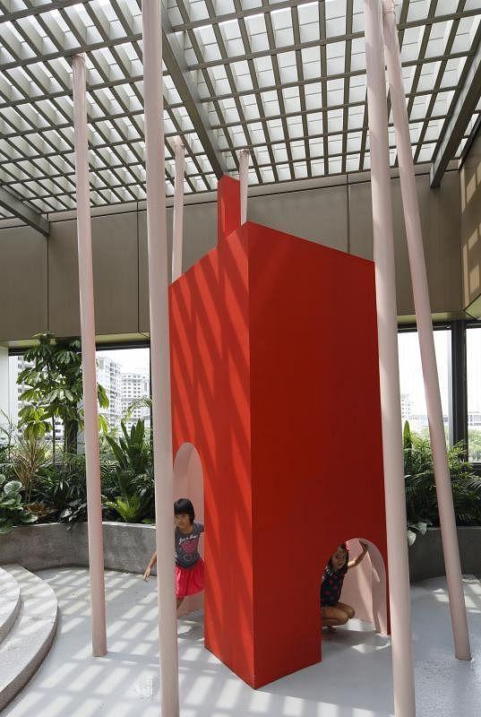 """Lekker在The Caterpillar's Cove幼儿发展与学习中心,打造""""房屋""""造型的多用途空间,鼓励孩子发挥想象力,通过玩乐学习。"""