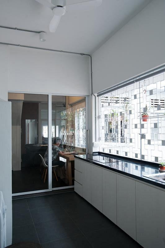 厨房的流理台是以前的设计,新居中得到保留。