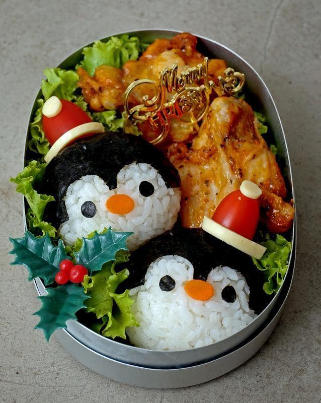 可爱的企鹅鸡肉便当。