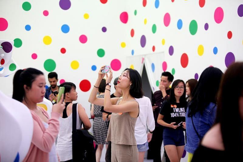 日本当代艺术家草间弥生大展吸引23万5000人次参观。(新加坡国家美术馆提供)