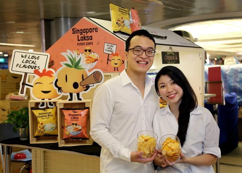 李煜哲(左)和纪雯倩原从事金融业,毅然开创饮食起步公司。(严宣融摄)