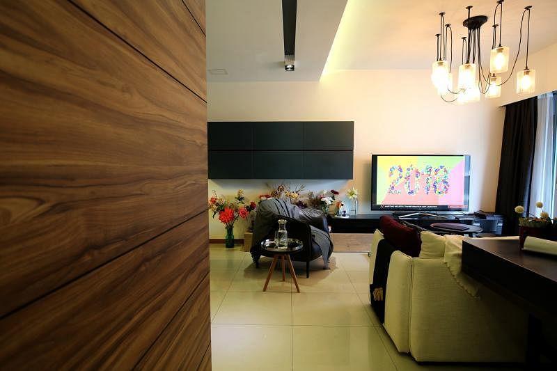 客厅是主人的主要起居空间,在保持功能外,也留有空间。