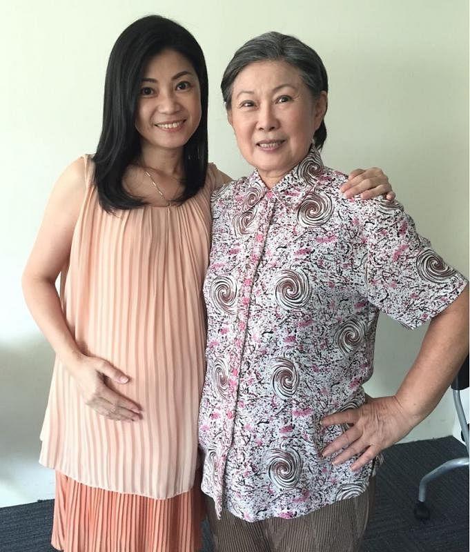 翁慧霖(左)拍《爱不迟疑》时与金银姬结下深厚情谊。(受访者提供)