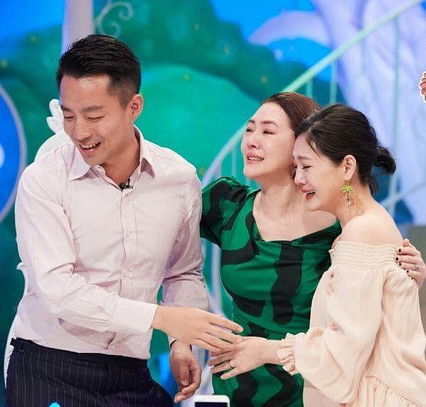 xiao_szhong_yu_da_syou_yu_wang_xiao_fei_zuo_gan_qing_jin_mi__Medium.jpg
