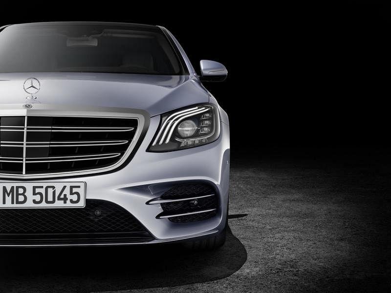 车头的几何多光束LED大灯醒目别致,以辨识度极高的三道LED灯眉赋予车子独特个性。