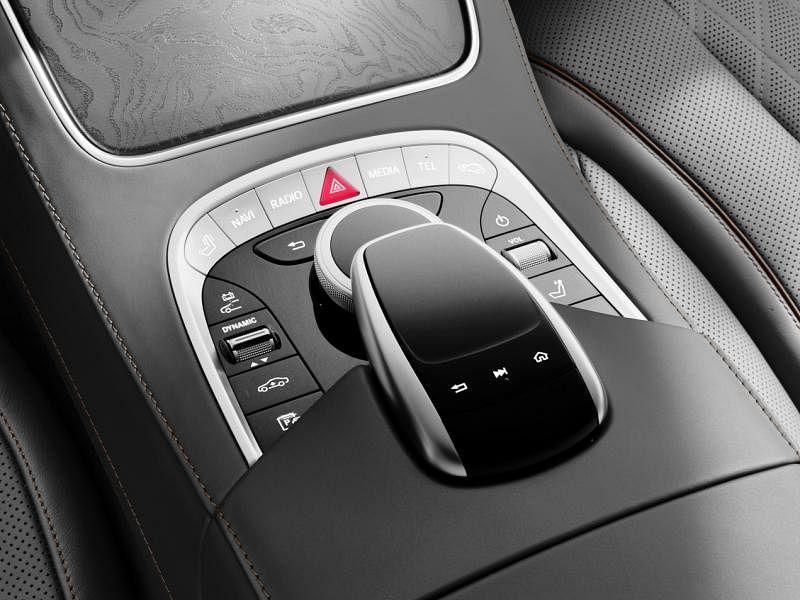 管理和数据系统可通过在触摸板上移动一个或多个手指控制。