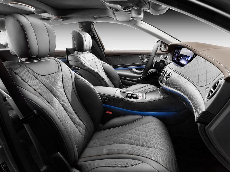 车室宽敞,前排有可折豪华型头枕,后座致力打造五星级舒压空间,能够向后倾斜,最大可调节范围达到43.5度并提供腿部支撑。