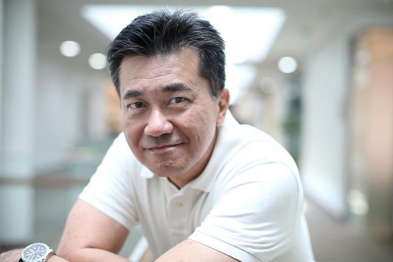 冯时光从记者转换跑道,目前是新加坡管理大学李光前商学院企业传播教授。(何家俊摄影)
