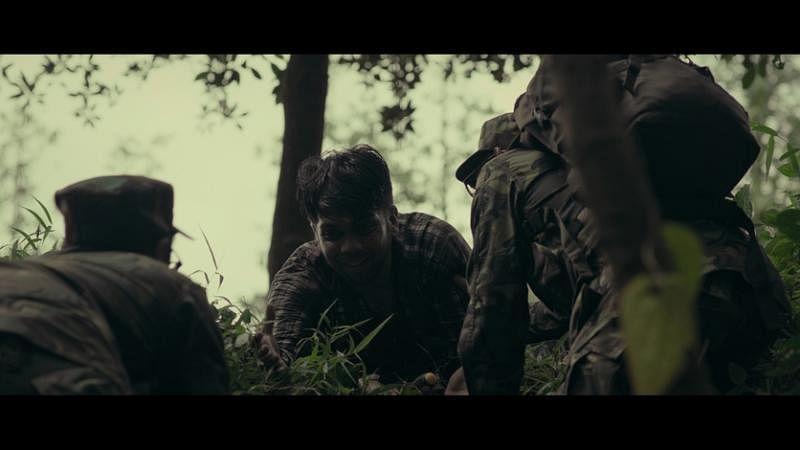 本地印度族演员达斯在《阿里巴巴》被雇主丢弃树林,幸好被阿兵哥救起。(blue3asia提供)