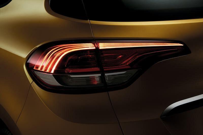 采用家族的C形LED日间行车头灯,看起来动感、犀利;车尾灯则采用Edge Light技术营造出优雅的3D效果。