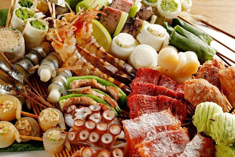 大部分海鲜、肉类和蔬菜都适合做成炸串。