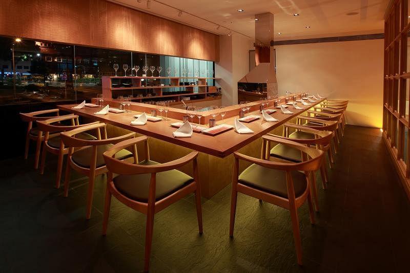 银座六觉灯的优雅餐馆设计。