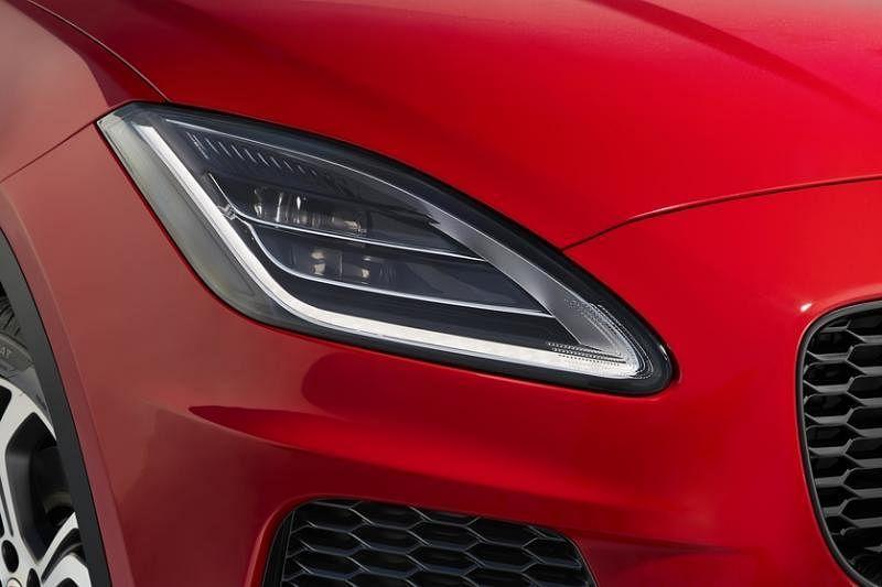 车头大灯兼具时尚感和动感。