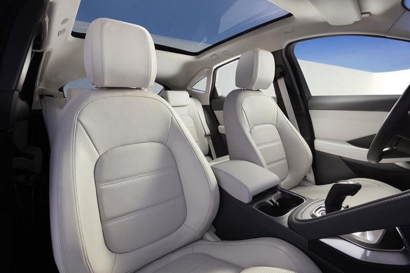 车内空间宽敞,主要从2681毫米的轴距中获益。
