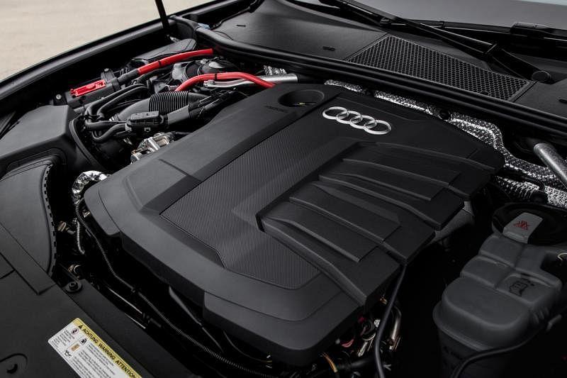 引擎A6搭载3升涡轮增压V6引擎,最大输出动力和扭力分别为340hp和500Nm。