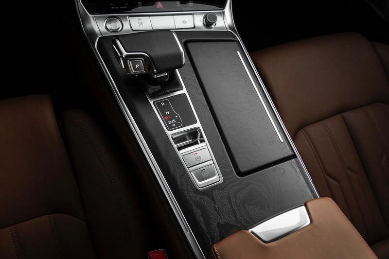 全新设计的排挡与中控台有更好的手感和空间感。