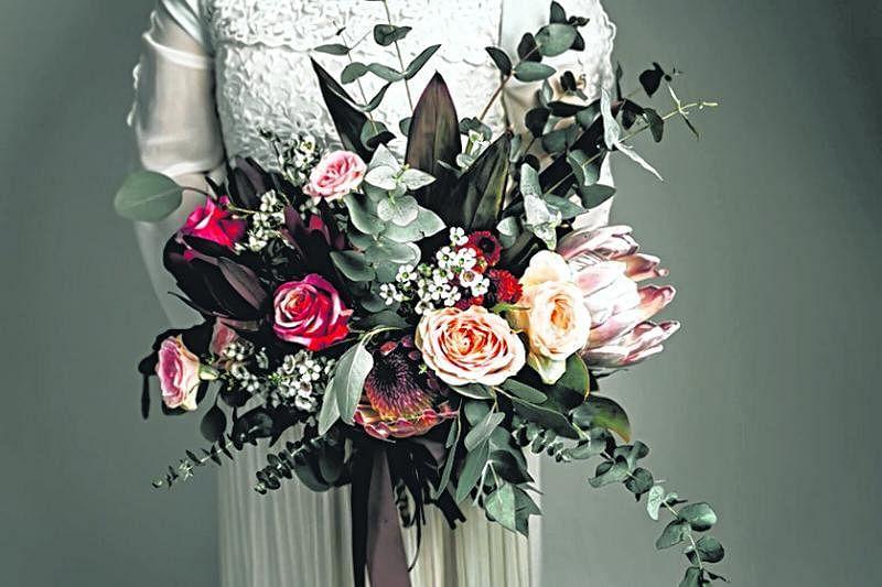 美式自然风婚礼花艺设计。