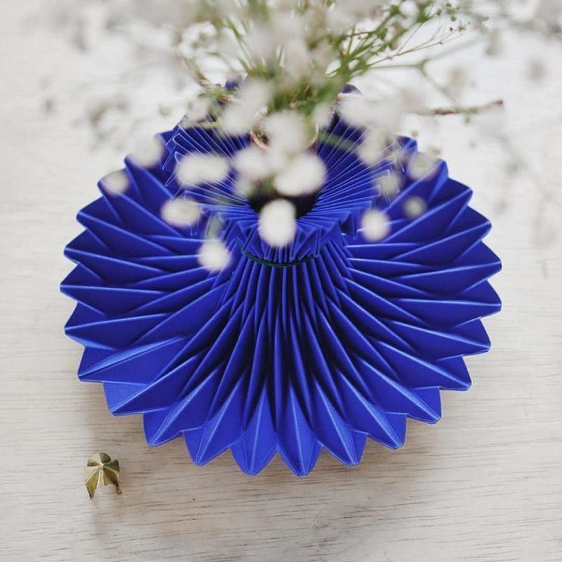这款折纸花瓶十分精致,让人爱不释手。