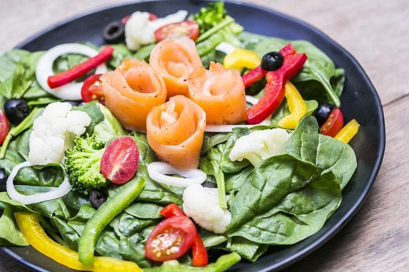 沙拉对食材新鲜度有较高要求。