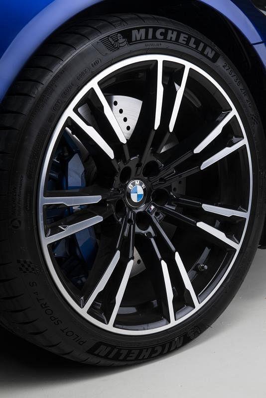 MxDrive智能全轮驱动系统可以主动感应路况和轮胎抓地力,快速灵活地分配驱动力,在各种路况和驾驶条件下,提供超乎想象的驾驶性能。
