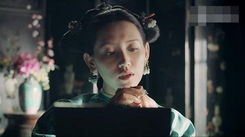 er_qing_she_ji_pa_shang_long_chuang_chuan_dai_shou_shi_lu_chu_fu_hei_biao_qing__Medium.jpg