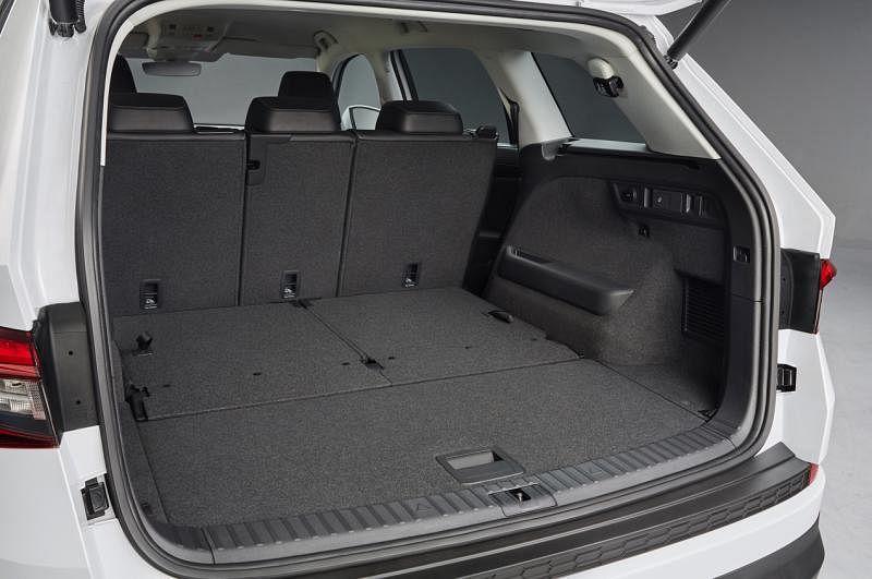 这辆车有同级距最大的720升到2065升(后座椅放倒)的行李厢空间。