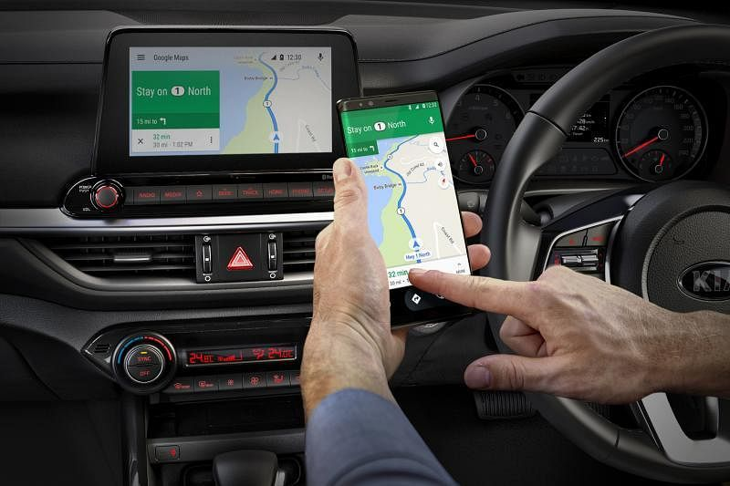 中控屏可连接苹果CarPlay和安卓Auto。