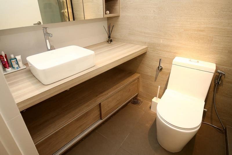 主卧卫浴设计延续北欧风格的自然和功能性。