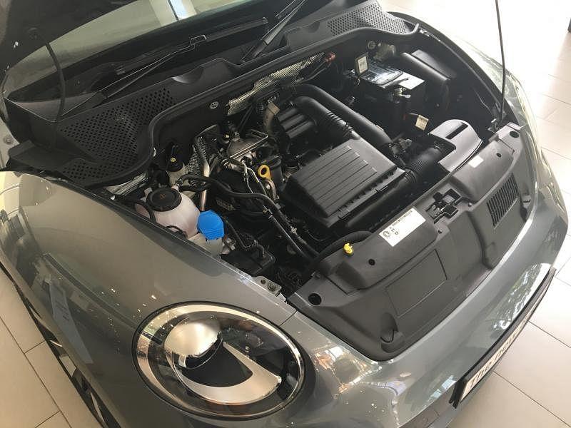 开篷甲壳虫车搭载的是一台1.2TSI四缸涡轮增压引擎,最大输出动力和最大扭力分别为105PS和175Nm。