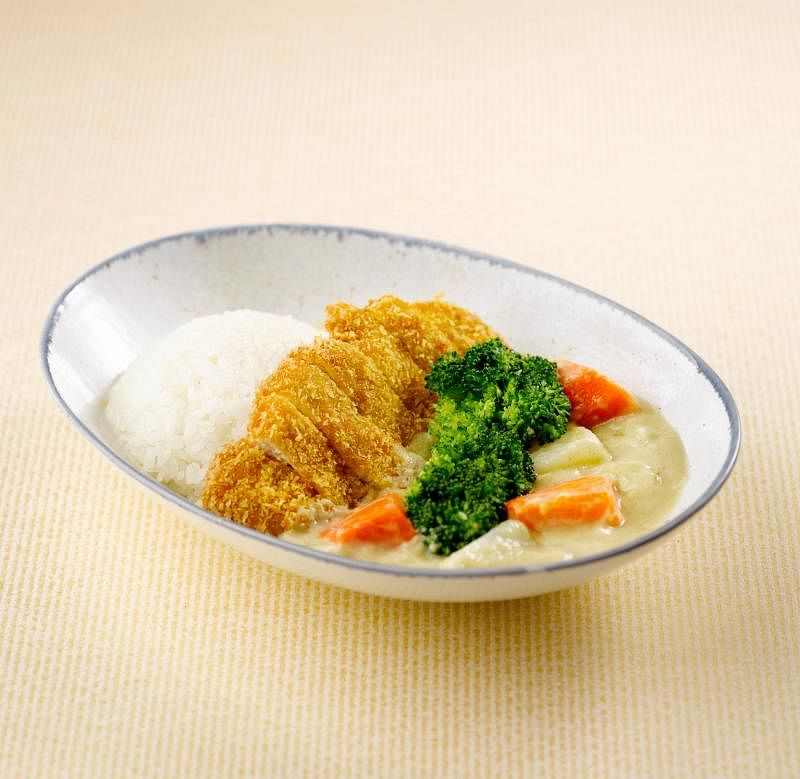 北海道白咖喱在调制过程中加入了当地的牛奶和牛油,既使咖喱变白又提升咖喱的奶香味。