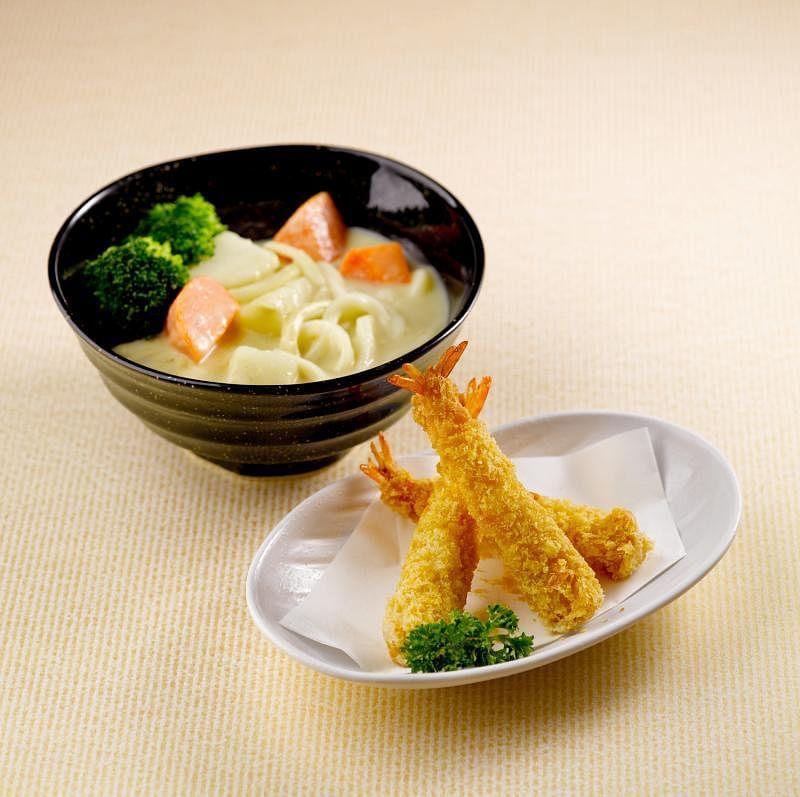 白咖喱乌冬面搭配天妇罗,吃起来又是另一番滋味。