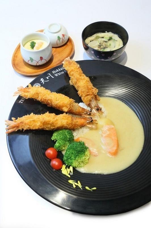 白咖喱变化多,口感酥脆的炸虾搭配白咖喱饭,浓而不腻味道好。
