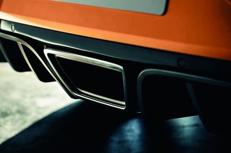 排气孔—排气孔在中间位置,既抢眼也突显其高性能车型定位。
