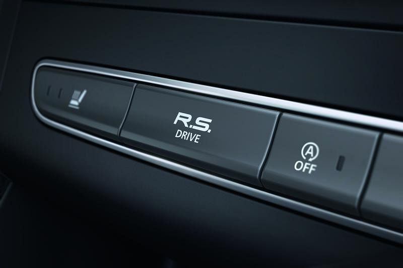 赛车按钮—只要一个按钮就能马上启动运动或赛车模式,方便车主随时在路上奔驰。