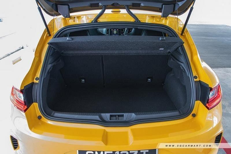 行李厢空间宽敞,后座没折下时容量是294公升。