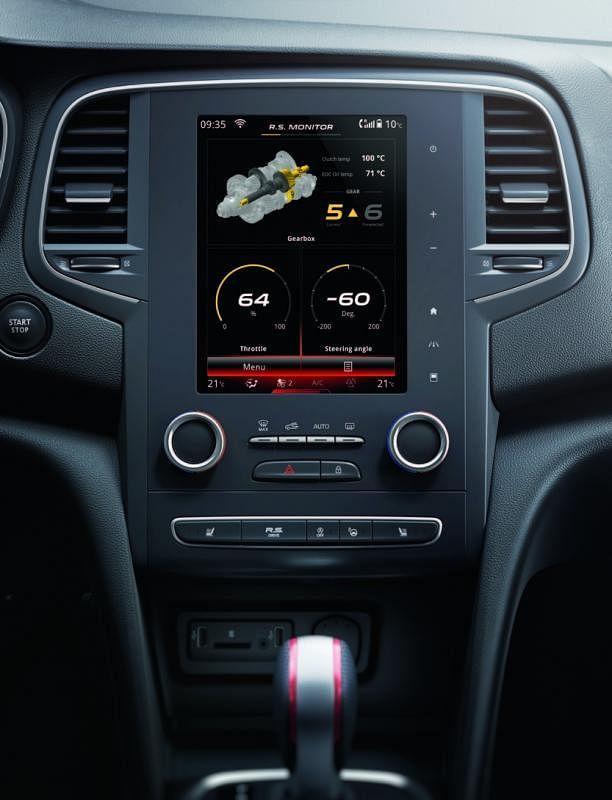 8.7英寸的大型中控显示触屏搭载多媒体系统,质感与科技风格傲视同级车。