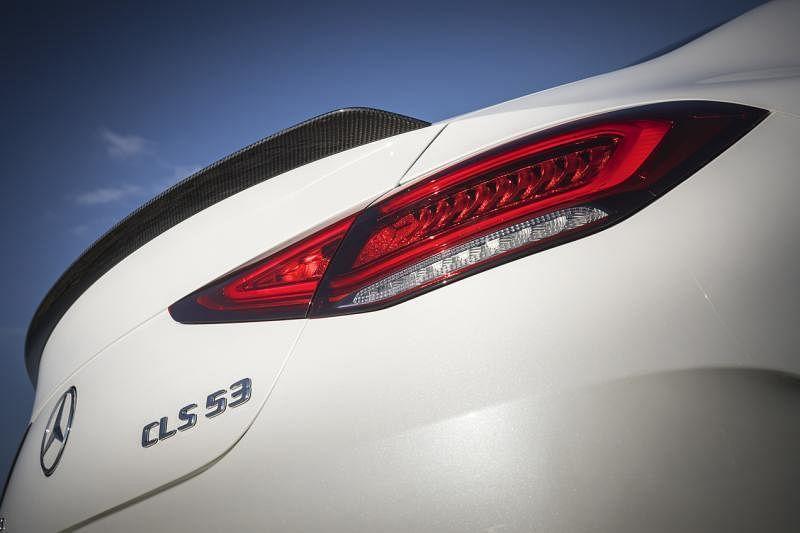 分为两节的车尾灯与其他马赛地跑车的造型相似,漂亮时尚,与车身的流线线条一致。