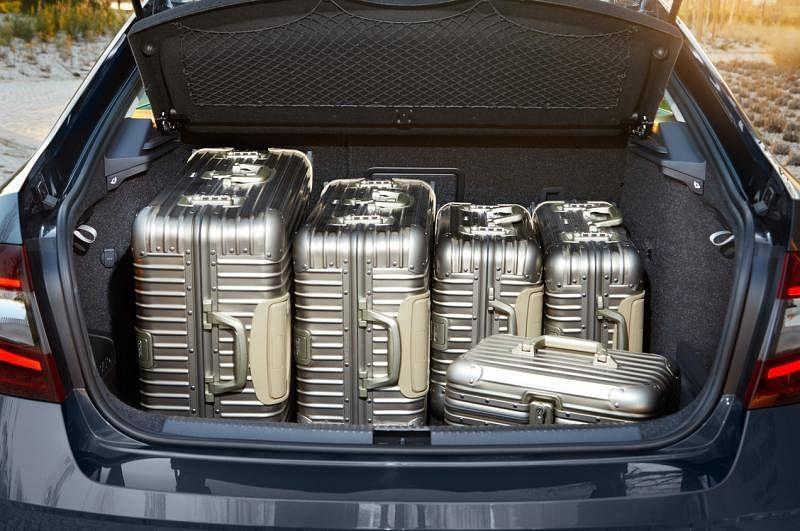 超大行李厢容积达590升,若将后座椅背折叠,更可以将容量增至1580升。