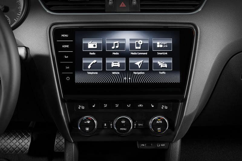 车内有8英寸触屏和Smartlink智慧型互连服务装置,可连结智能配备。