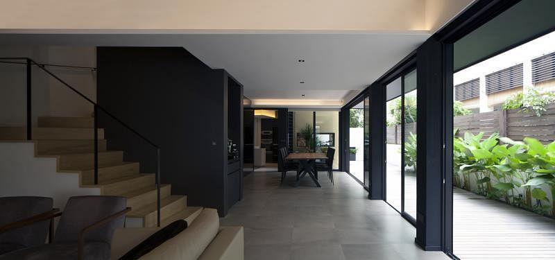 一楼厨房移进新楼塔,让饭厅和现有客厅变得更宽敞舒适。