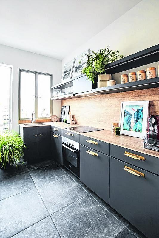 带有郊野乡村屋风格的厨房增添 房子的户外度假气息。