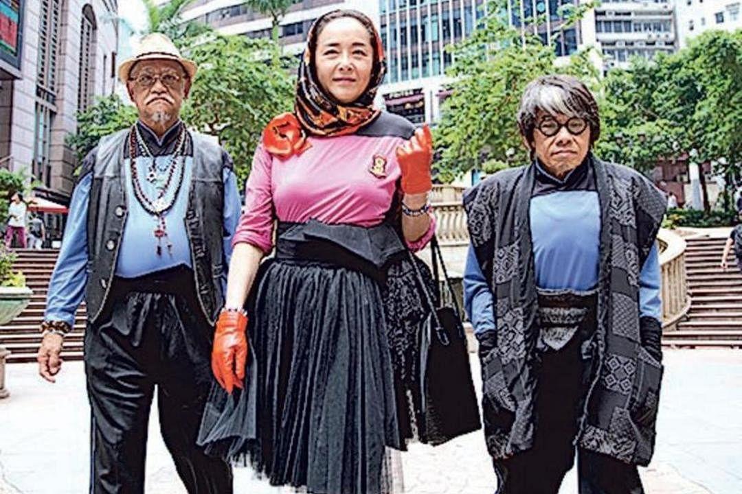 恬妞(中)拍摄林敏骢执导的贺岁片《如珠如宝》。(互联网)