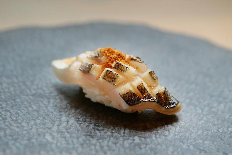 经过炭烤的Bincho适合不喜食生鱼者。