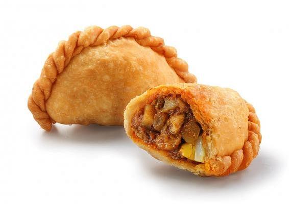 20190312-wanbao-food-search-ang-mo-kio-mrt-tip-top-curry-puff_Small.jpg
